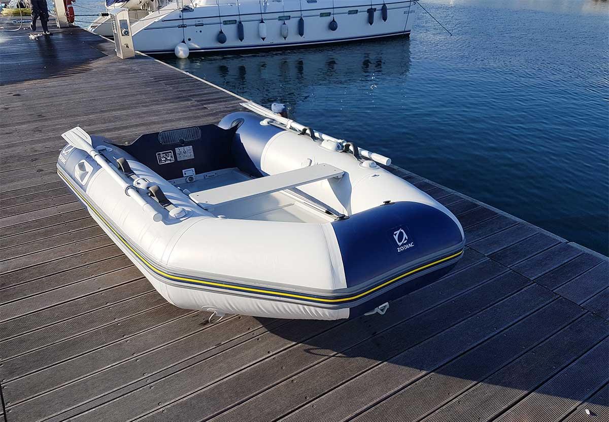 pulizie e lavaggi gommoni - La Spezia Yachting Service