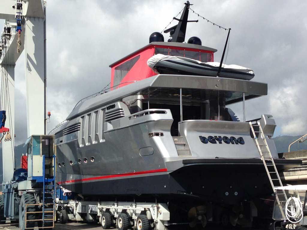 verniciatura barche a vela La Spezia - La Spezia Yachting Service