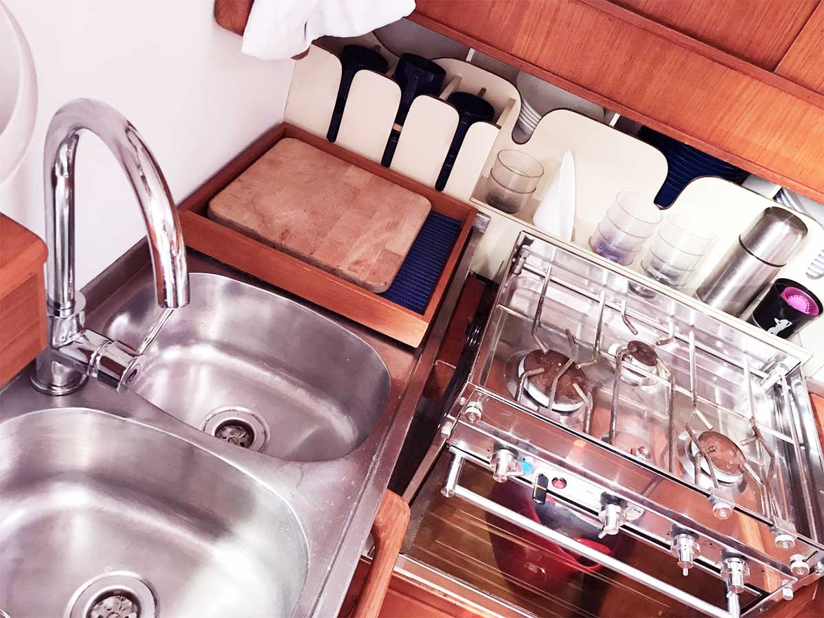 washing and cleaning yacht La Spezia - La Spezia Yachting Service